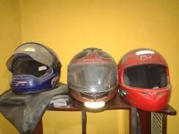 3 capacetes