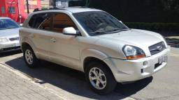 Hyundai Tucson 2.0 16v Aut! Veiculo com DVD e bancos de couro! Faço Financiamento