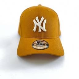 Boné amarelo NY