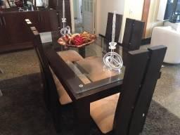 Mesa com seis cadeira para sala de jantar