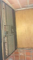 Mesa de som e caixas de som