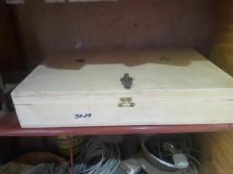 Porta joia de madeira