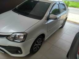 Etios Platinum 1.5 sedan com 32.000 km - 2018