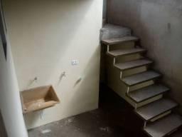 Casa com dois cômodos mais banheiro