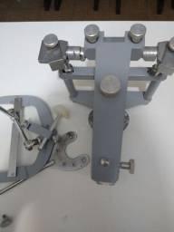Articulador semi ajustável de odontologia