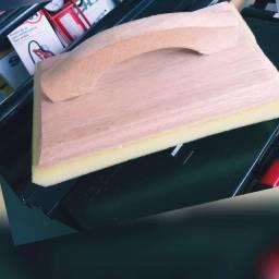 Desempenadeira de madeira com espuma