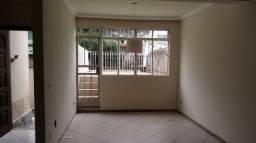 Casa geminada grande com bastante espaço bairro Heliópolis 2 vagas