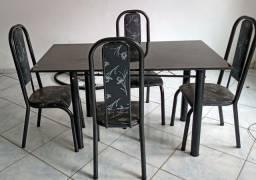 Vende-se mesa 4 cadeiras.