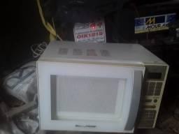 Vende-se esse microondas.