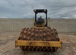 Rolo compactador Caterpillar ano 2011