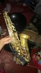 Vendo saxofone usado 700 reais