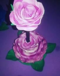Rosa de caneta decorativa serve como brinde de aniversário