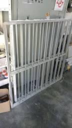 Ela proteção de janela de alumínio 1 em 15 por 15 de apartamento ou casa