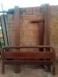 Cama madeira maciça 200,00