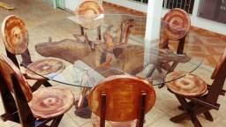 Mesa raiz aroira para 6 lugares com cadeiras de madeira maciça