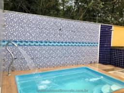 Arsenal Imóveis Assessoria Imobiliaria vende-Casa com piscina e 3 quartos