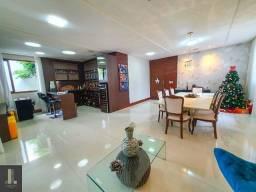 Casa linear com área externa em Pontal de Camburi