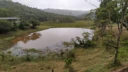 Arrendamento um lago para criação peixes com um casa de caseiro