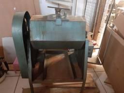 Maquina para polimento de peças