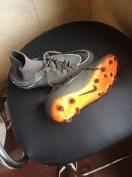 Chuteira Nike usada poucas vezes nenhum rasgado