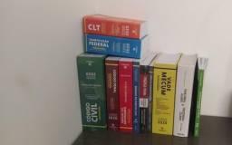 Vendo livros do curso de direito