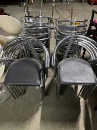 Título do anúncio: Cadeiras com assento de couro