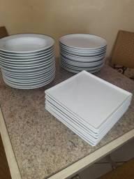 16 pratos para risotos 14 pra refeição normal  8pratos quadrados