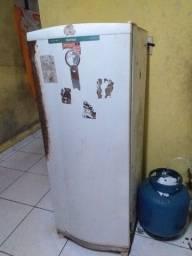 Vendo guarda roupa de casal, armário e geladeira