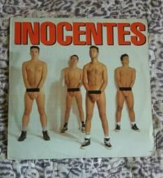 Disco de vinil da banda Punk Inocentes