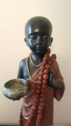 Estatueta de monge budista