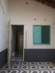 Aluga se quarto com banheiro e varanda