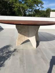 Mesa redonda com 1.80 de diâmetro com tampo em jatobá e base de mármore