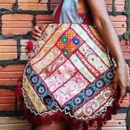 Bolsa indiana patwork 8 telas compõe esse lindo modelo.