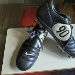 89b6f969f8 Chuteira campo número 43 original Nike total 90 .nunca foi usada