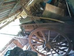 Carosa antiga roda de madeira