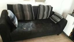 Sofa com 4 almofadas