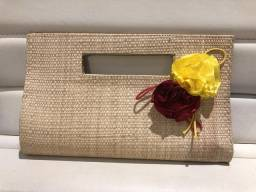 Bolsa de palha com flores