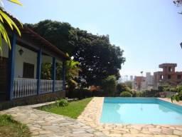 RM Imóveis vende excelente casa com ótima localização em área de 2.000 m²!