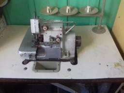 Máquina de costura Overlok Três Fios