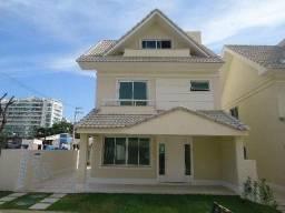 Casa 3 Suites, Sotão, Piscina e Churrasqueira, Condomínio c/ Lazer e Segurança