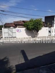 Vendo- Casa no Bairro São João em Rua Pública