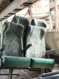 Banco  de ônibus em bom estado
