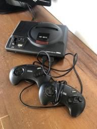 Mega Drive com 2 controles