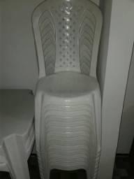 3 Conjuntos de mesas e cadeiras de plástico