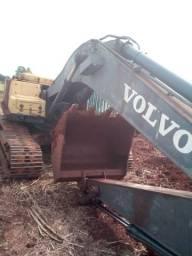 Escavadeira volvo EC 210 b