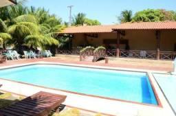 Sitio com deck e piscina e grande terreno