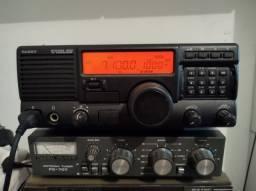 Rádio HF SSB Yaesu System 600 com antena automática e cabo coaxial