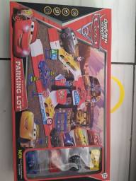 brinquedo infantil pista com 4 carrinhos de ferro metal mcqueen novos 0km na caixa R$99,99