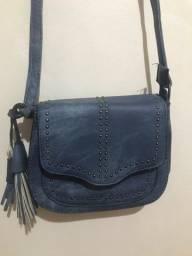 Bolsa pequena azul com tachas