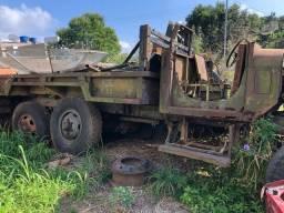 Caminhão M34 6x6 sem motor e caixa, está com caixa de transferência diferenciais e tudo